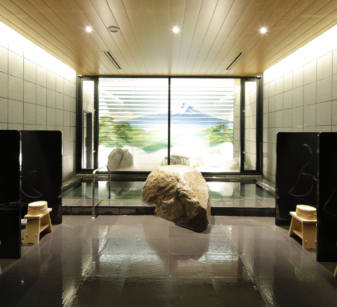 Large bath with tile mural to ease the fatigue of the journey